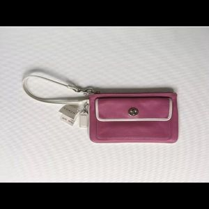 NWT Coach Leather Gallery Large Wristlet FS6J99